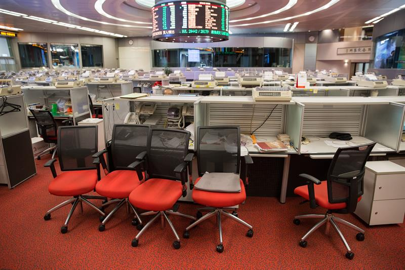 The Hong Kong Stock Exchange opens with a slight decline of 0.07 percent