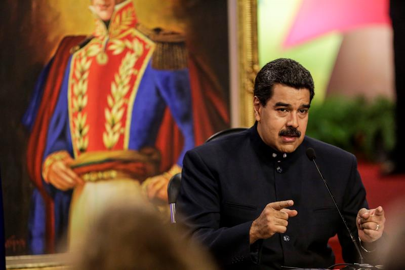 Venezuela confirms a meeting with bondholders to renegotiate the debt